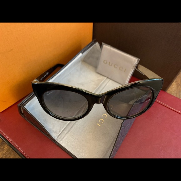 Authentic GUCCI Women Sunglasses with Case NWT